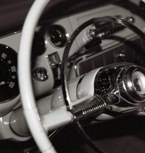 Kierownica klasycznego starego samochodu