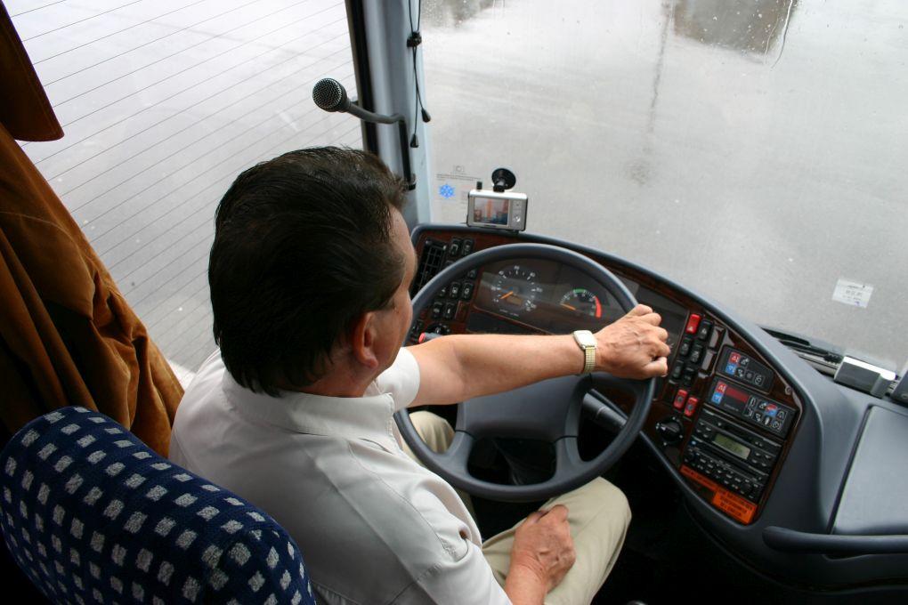 wynajem busa z kierowca gwarancja udanej podrozy po polsce